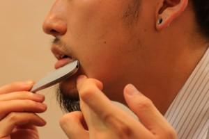 髭を整えるIMG_5107