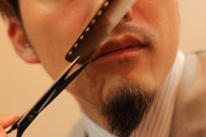 髭を整えるIMG_5108