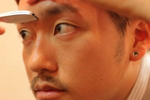 男の眉毛を整える_IMG_5127